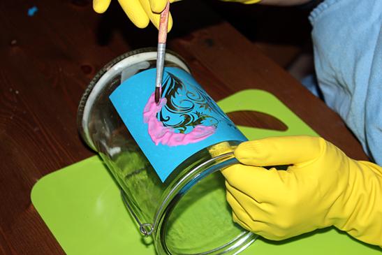 het glasets sjabloon insmeren met etspasta